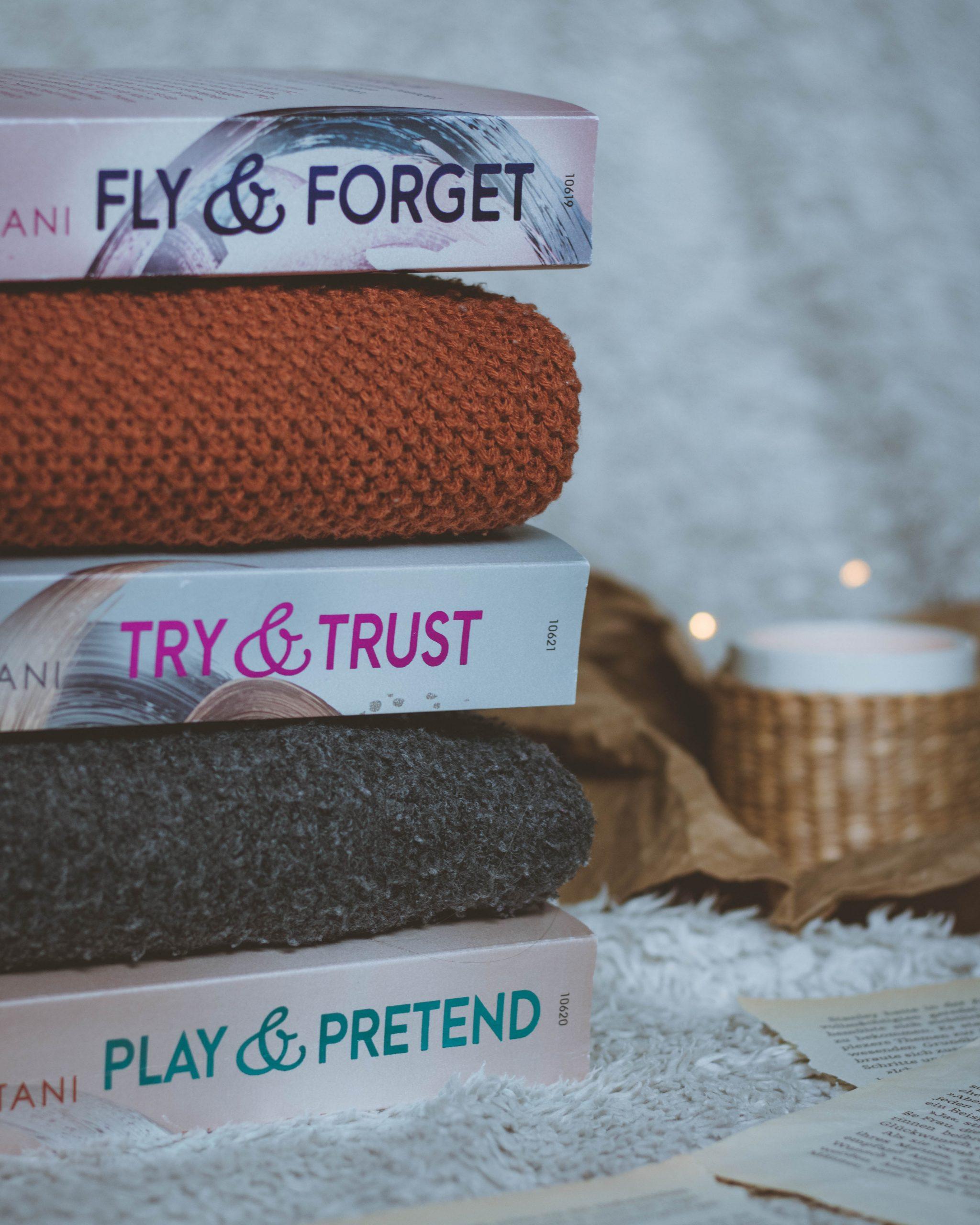 Play & Pretend – Soho Love #3 | Nena Tramountani